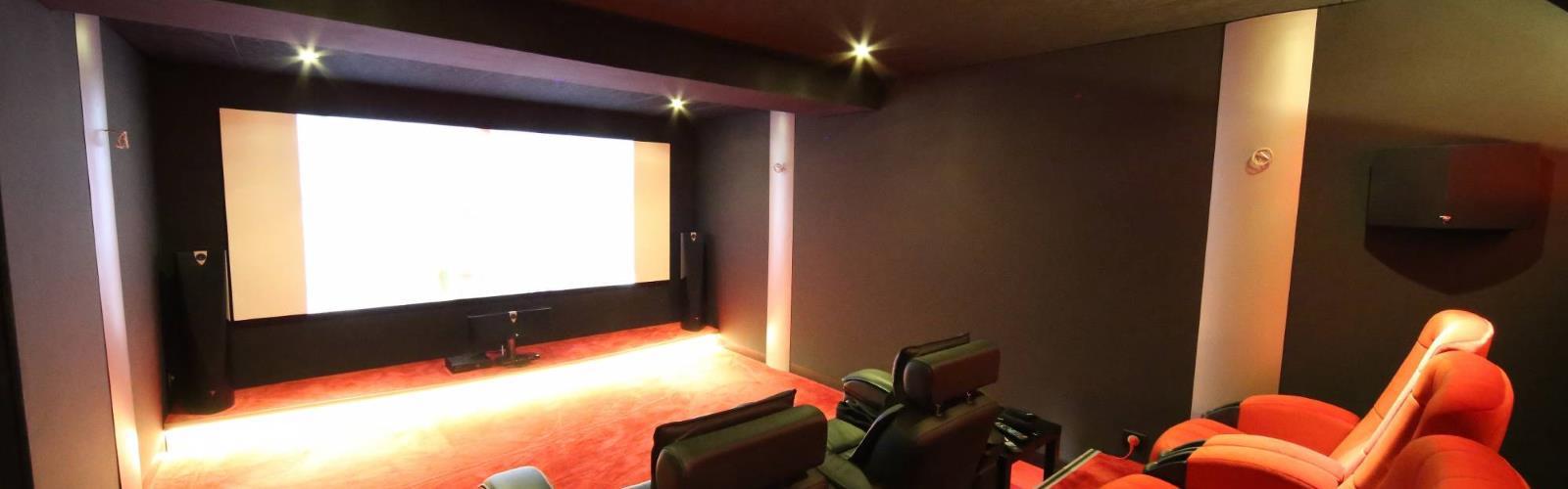 Sauna,salle de jeux,salle de cinéma privée la roche sur yon